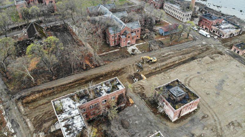 τάφοι για θύματα κορωνοϊού στο νησί Χατ της Νέας Υόρκης