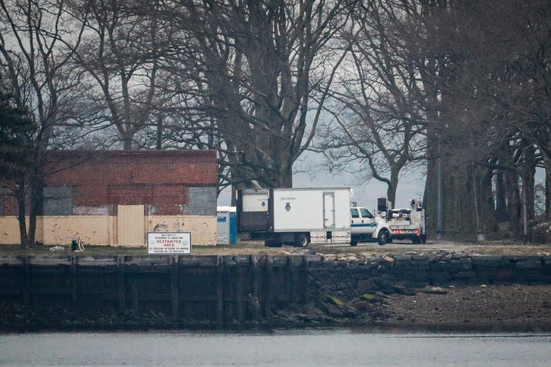 Φορτηγά ψυγεία μεταφέρουν τα θύματα του κορωνοϊού στο νησί Χαρτ της Νέας Υόρκης