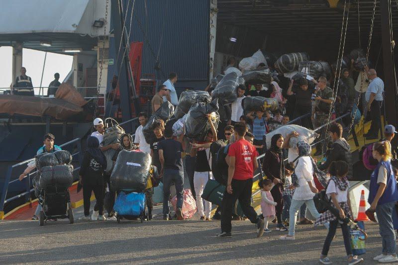 Οι μετανάστες από τη Μόρια αποβιβάστηκαν στο λιμάνι της Θεσσαλονίκης / Φωτογραφία: EUROKINISSI